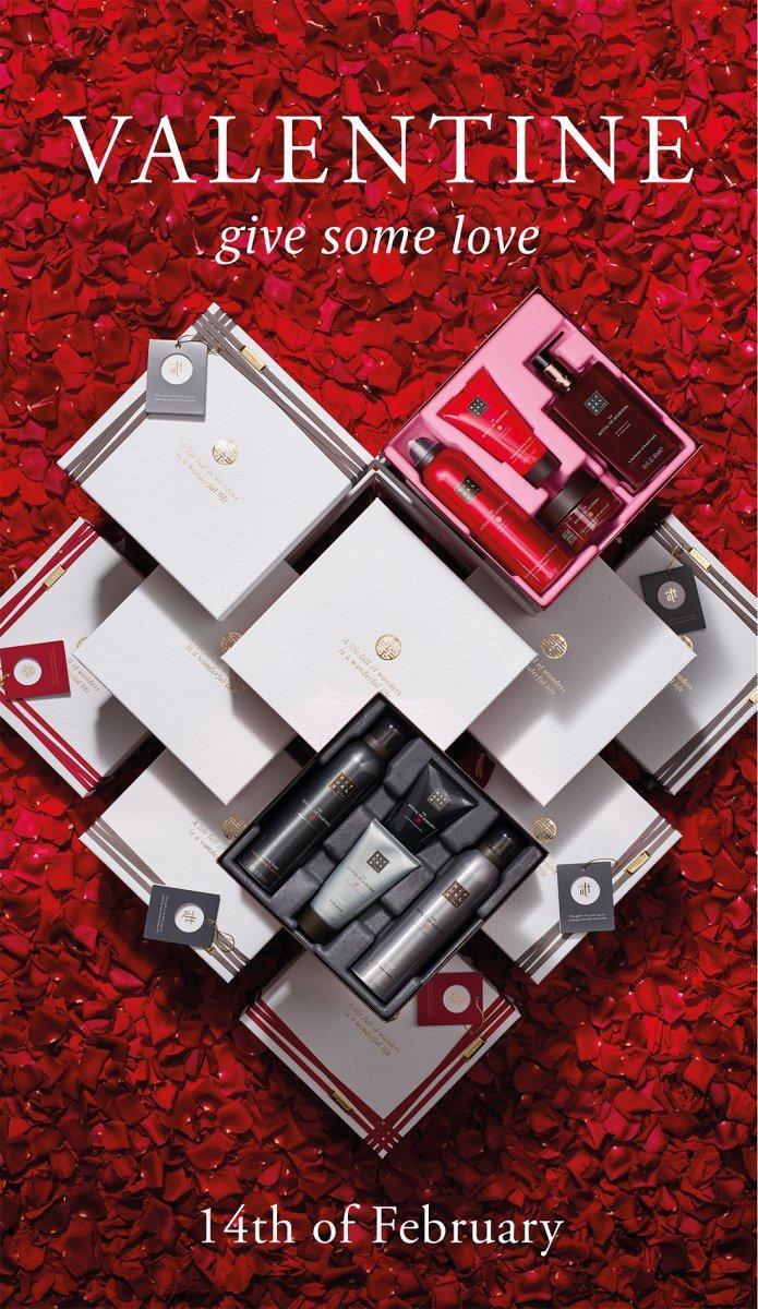 INT_0220101-Valentine-lighted-frame-800x1400-LC-HR